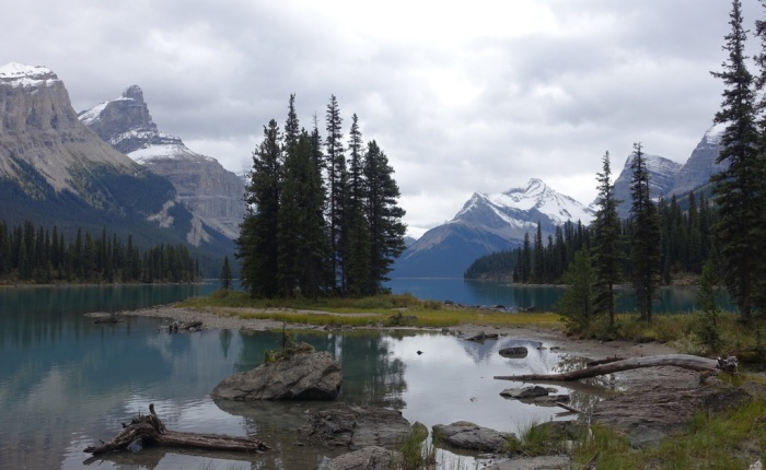 Spectacular Maligne Lake – a canoeist's dream