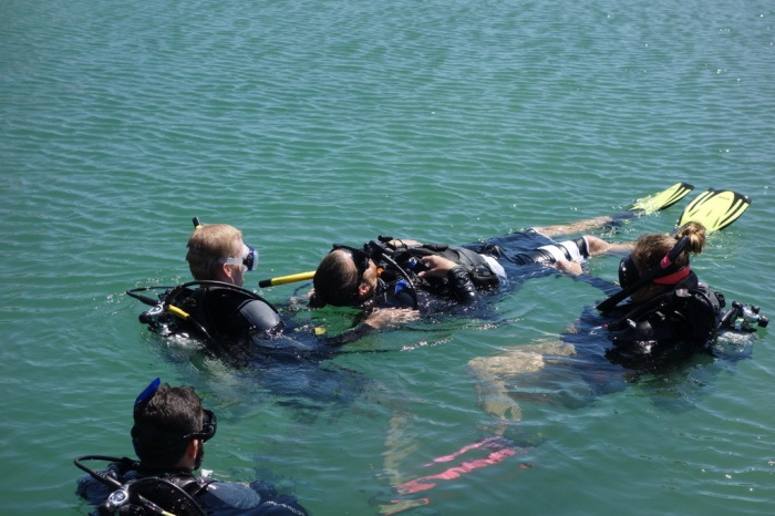 March - Getting accredited as a PADI Scuba Rescue Diver in Honduras