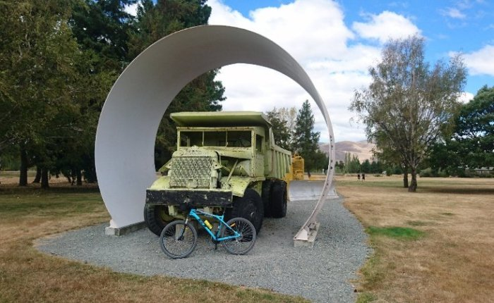 Cycling from Lake Tekapo to Lake Ohau